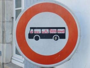 Ars-en-Ré panneau bus red