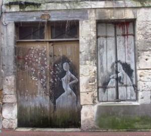 Vendôme grafitti porte d'entrée et fenêtre red