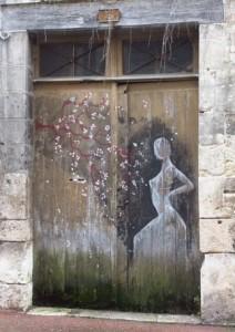 Vendôme grafitti porte d'entrée red