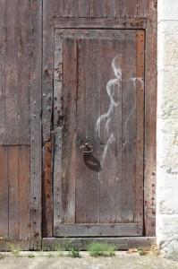 Vendôme grafitti sur porte en bois 1 red
