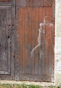 Vendôme grafitti sur porte en bois 2 red