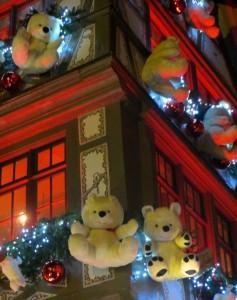 67 Strasbourg rue décorée red